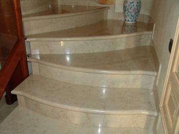 Лестница Crema Nuova